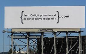 """Talent Hug (23): Google """"thách"""" bạn giải đố trên billboard tuyển dụng giữa đại lộ 101"""
