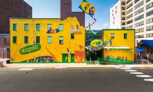 """Học cách Crayola """"tô màu"""" cho bức tranh văn hóa"""