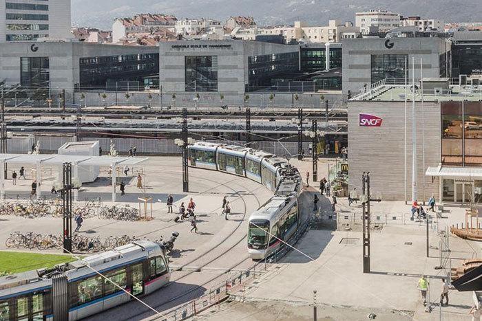 Cách SNCF giữ thông tin thông suốt trên những chuyến tàu không ngừng nghỉ